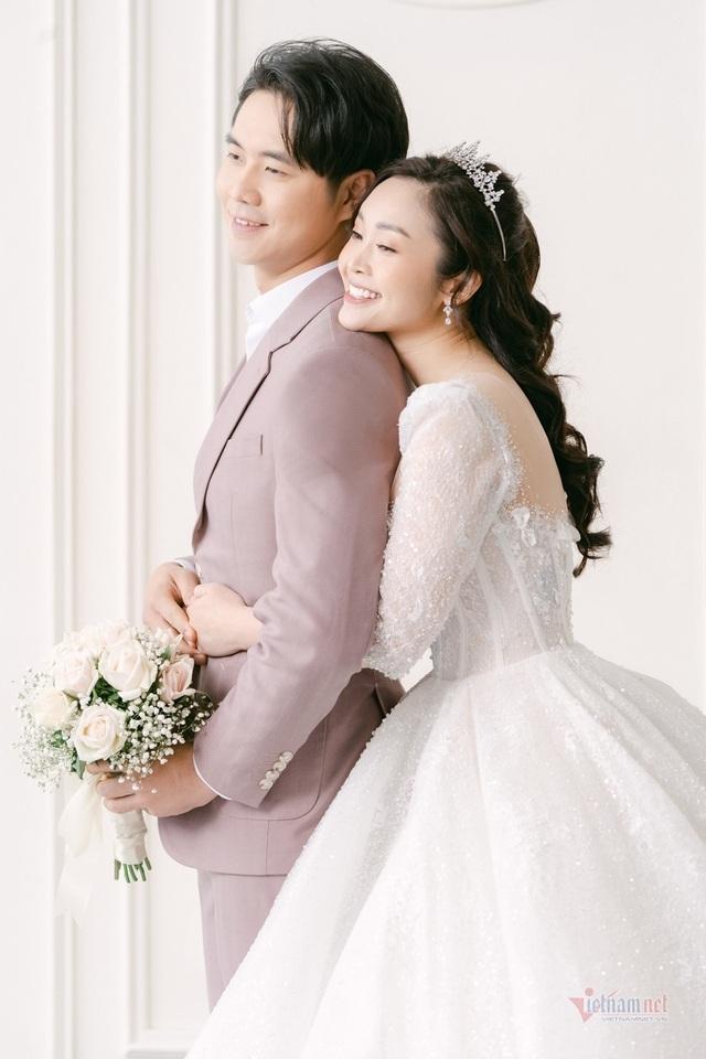 عکس عروسی MC Thuy Linh VTV و همسرش 5 سال بازیگر جوان تر - عکس 2.