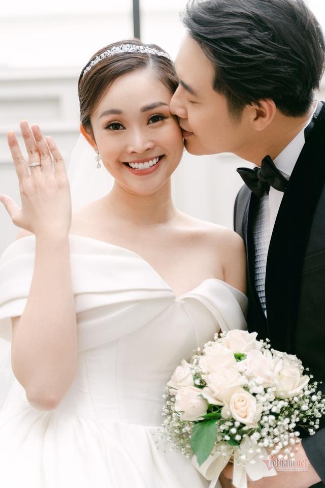عکس عروسی MC Thuy Linh VTV و همسرش 5 سال بازیگر جوان تر - عکس 3.