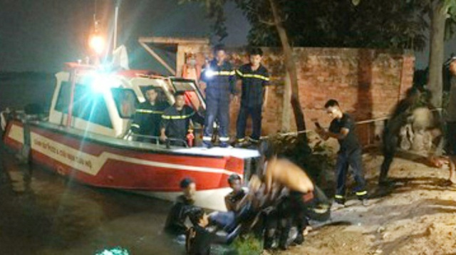 مرد جوانی با ترک دوچرخه خود روی پل Binh Phuoc خودکشی کرد - عکس 1.