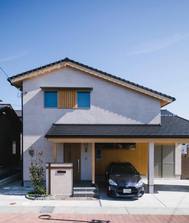 خانه ای چوبی ساخته شده در معماری ژاپن با 1 طبقه همکف و 1 میزانسن آرام برای خانواده های جوان - تصویر 1.