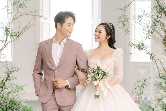 عکس عروسی MC Thuy Linh VTV و همسرش 5 سال بازیگر جوان تر - عکس 13.