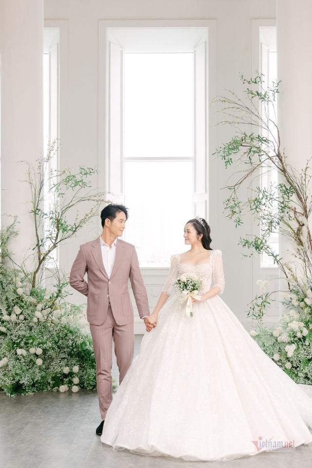 عکس عروسی MC Thuy Linh VTV و همسرش 5 سال بازیگر جوان تر - عکس 14.