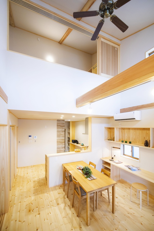 خانه چوبی ساخته شده در معماری ژاپنی با یک طبقه همکف ساکت و آرام برای خانواده های جوان - عکس 13.