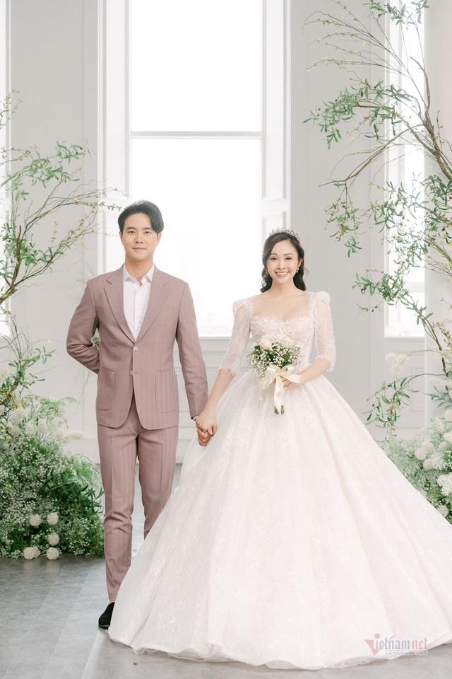 عکس عروسی MC Thuy Linh VTV و همسرش 5 سال بازیگر جوان تر - عکس 15.