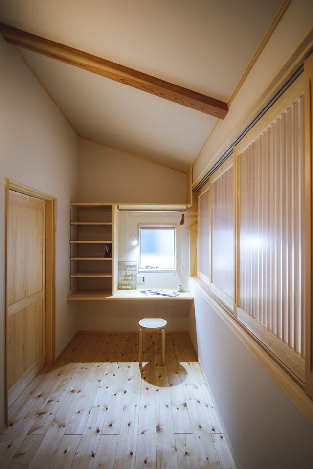 خانه ای چوبی ساخته شده در معماری ژاپنی با یک طبقه همکف ساکت و آرام برای خانواده های جوان - عکس 14.