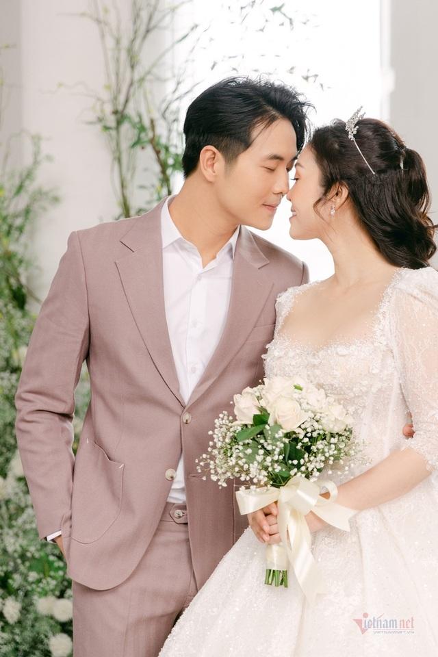 عکس عروسی MC Thuy Linh VTV و همسرش 5 سال بازیگر جوان تر - عکس 17.