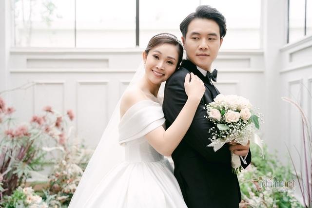 عکس عروسی MC Thuy Linh VTV و همسرش 5 سال بازیگر جوان تر - عکس 20.