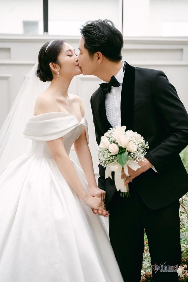 عکس عروسی MC Thuy Linh VTV و همسرش 5 سال بازیگر جوان تر - عکس 4.