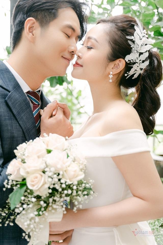 عکس عروسی MC Thuy Linh VTV و همسرش 5 سال بازیگر جوان تر - عکس 5.