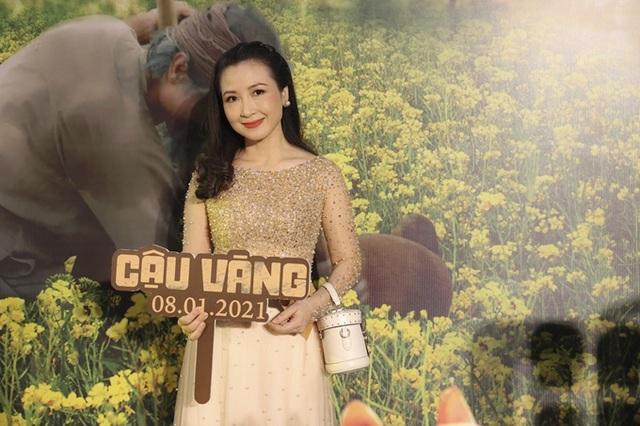 زوج Tang Thanh Ha در حال تماشای فیلم Cau Vang - تصویر 5.
