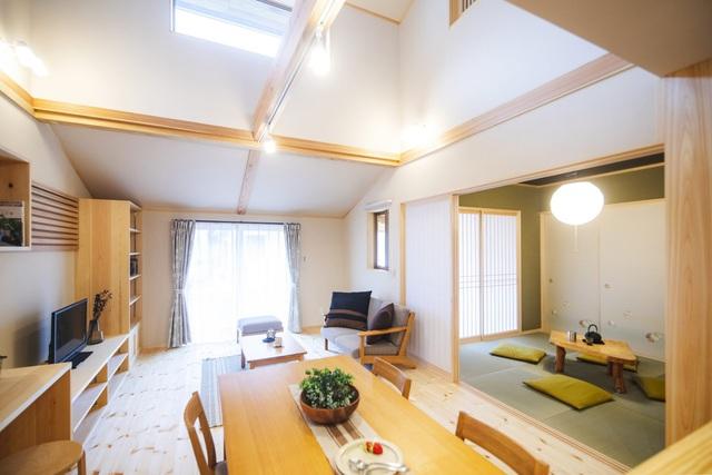 خانه ای چوبی ساخته شده در معماری ژاپن با 1 طبقه همکف و 1 آرامش میان طبقه برای خانواده های جوان - عکس 6.