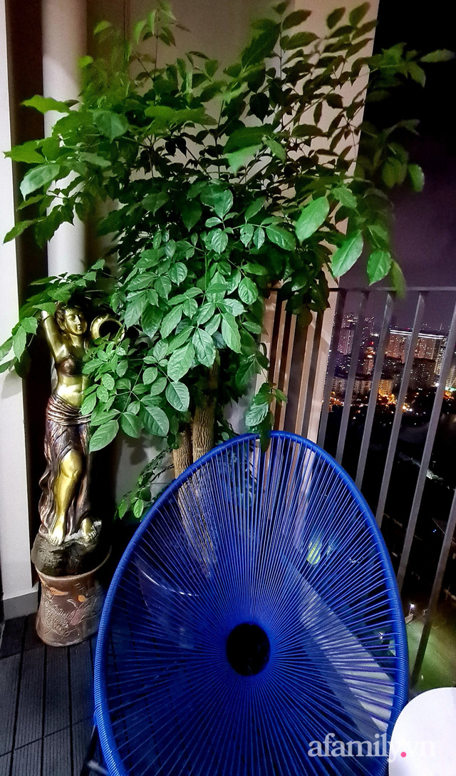 Khu vườn nhỏ thư giãn, tĩnh lặng trên ban công với view hồ lãng mạn của gia đình giám đốc trẻ ở Hà Nội - Ảnh 7.