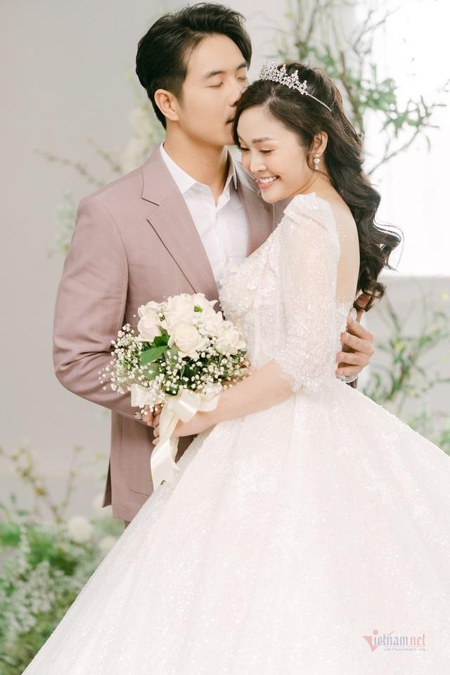 عکس عروسی MC Thuy Linh VTV و همسرش 5 سال بازیگر جوان تر - عکس 8.