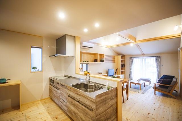 خانه ای چوبی ساخته شده در معماری ژاپن با 1 طبقه همکف و 1 آرامش در فضای متوسط برای خانواده های جوان - عکس 7.