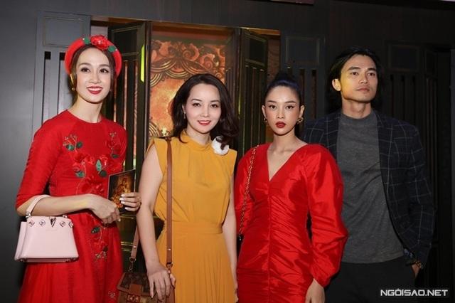زوج Tang Thanh Ha در حال تماشای فیلم Cau Vang - تصویر 8.