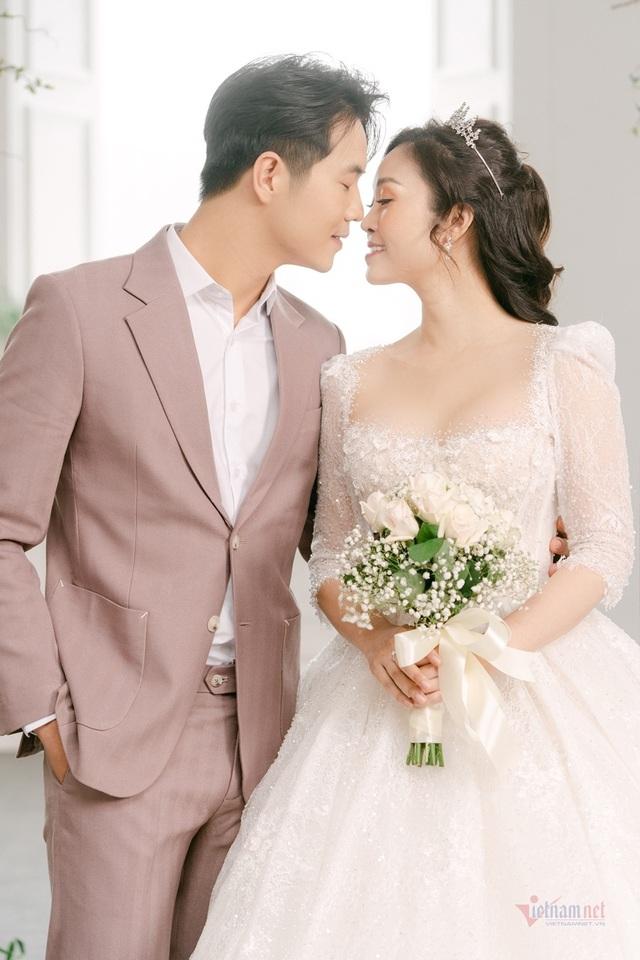 عکس عروسی MC Thuy Linh VTV و همسرش 5 سال بازیگر جوان تر - عکس 9.