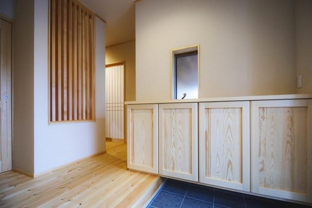 خانه چوبی ساخته شده در معماری ژاپن با 1 طبقه همکف و 1 میزانسن برای یک خانواده جوان - عکس 8.