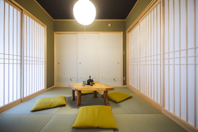 خانه چوبی ساخته شده به سبک معماری ژاپنی با یک طبقه همکف ساکت و آرام 1 طبقه متوسط برای خانواده های جوان - تصویر 10.
