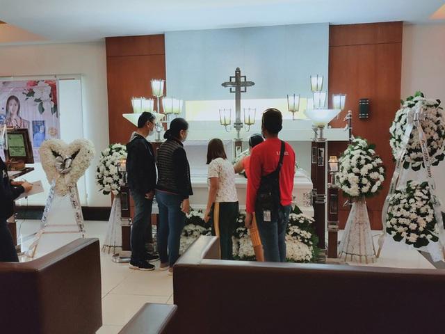 خانواده و دوستان در مراسم تشییع جنازه فیلیپین زیبا خفه شدند - عکس 2.