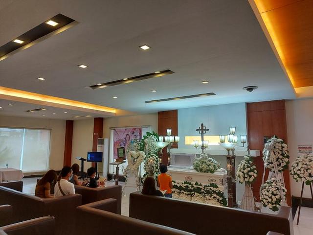 خانواده و دوستان در مراسم تشییع جنازه فیلیپین زیبا خفه شدند - عکس 3.