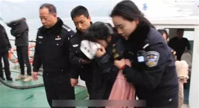 Nhảy sông tự tử, cô gái vẫn nổi trên mặt nước suốt 30 phút mãi không chìm, nguyên do khiến dân mạng dậy sóng - Ảnh 3.