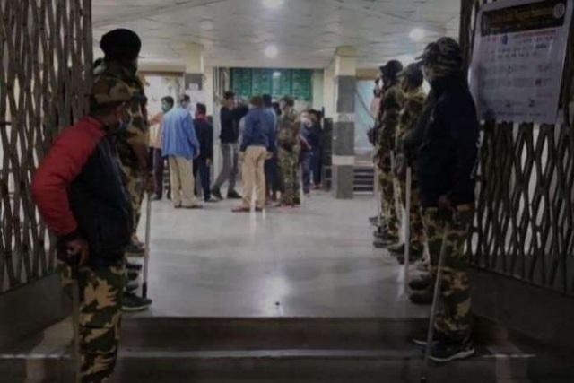 آتش سوزی در یک بیمارستان هند منجر به کشته شدن 10 نوزاد تازه متولد شده شد - عکس 2.