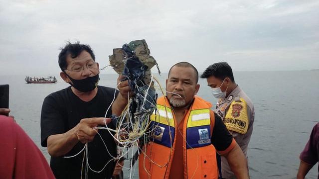 لاشه هواپیمای 62 نفره در اندونزی سقوط کرد - عکس 2.