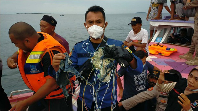 لاشه هواپیمای 62 نفره در اندونزی سقوط کرد - عکس 3.