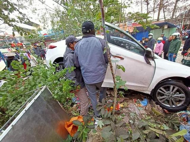 های فونگ: تصادف دیوانه وار در وسط بازار ، 7 نفر زخمی شدند - تصویر 1.