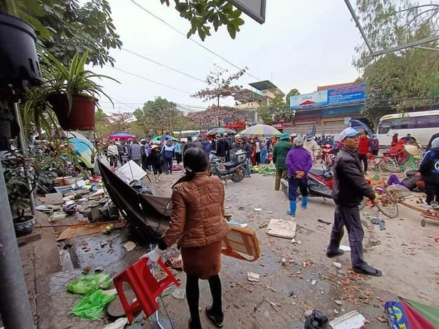 های فونگ: تصادف ماشین دیوانه در وسط بازار ، 7 نفر زخمی شدند - تصویر 2.