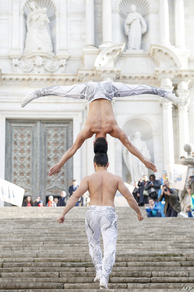 """Hành trình của hai """"chàng trai xiếc"""" 3 tuổi đạt Kỷ lục Guinness Việt Nam - Ảnh 2."""