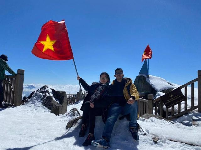 Du khách thích thú với khung cảnh tuyết phủ trắng tuyệt đẹp ngày cuối năm trên đỉnh Fansipan - Ảnh 6.