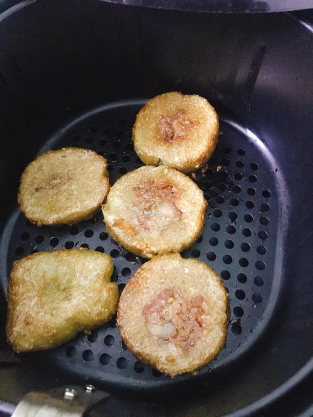 Nhà còn nhiều bánh chưng, các chị em làm theo cách này là có món bánh chưng rán giòn tan lại nhàn tênh - Ảnh 14.