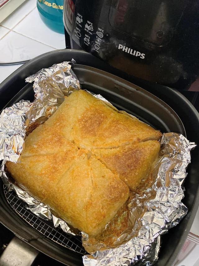 Nhà còn nhiều bánh chưng, các chị em làm theo cách này là có món bánh chưng rán giòn tan lại nhàn tênh - Ảnh 7.
