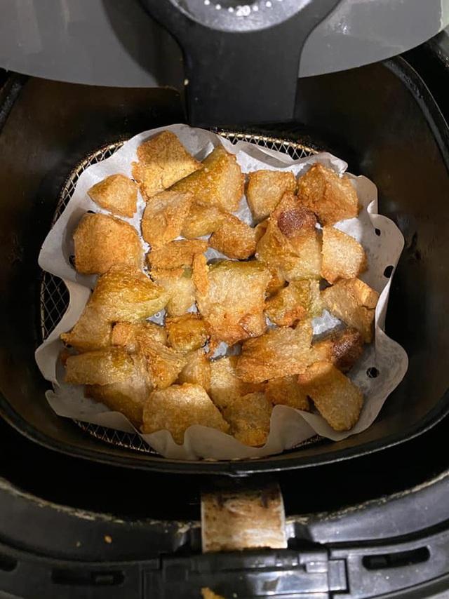 Nhà còn nhiều bánh chưng, các chị em làm theo cách này là có món bánh chưng rán giòn tan lại nhàn tênh - Ảnh 8.