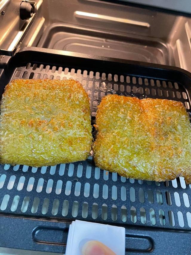 Nhà còn nhiều bánh chưng, các chị em làm theo cách này là có món bánh chưng rán giòn tan lại nhàn tênh - Ảnh 9.
