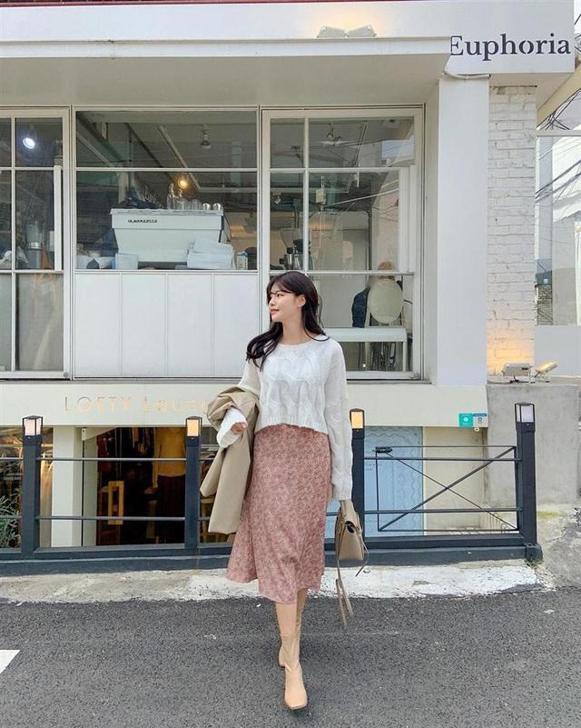 5 kiểu chân váy gái Hàn thường diện với áo len, nàng công sở nên hóng ngay để không bao giờ lo mặc xấu - Ảnh 2.