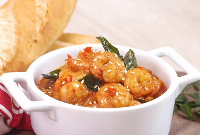 Cách nấu món tôm nấu cay kiểu Thái - Ảnh 2.