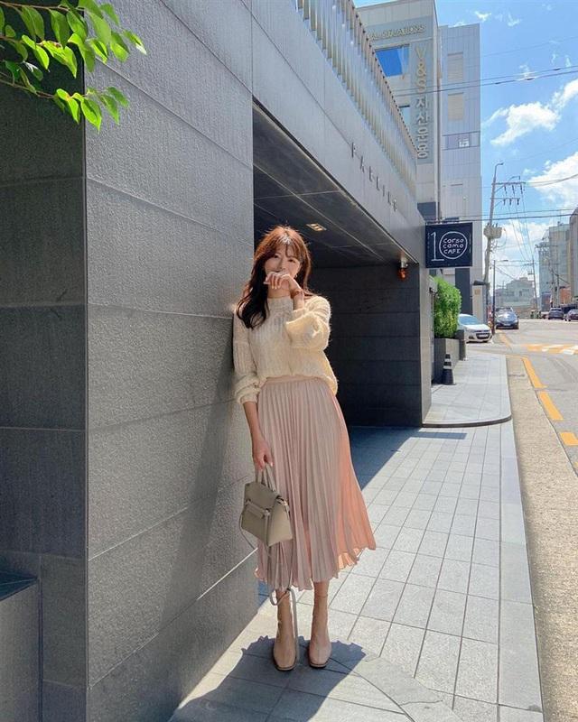 5 kiểu chân váy gái Hàn thường diện với áo len, nàng công sở nên hóng ngay để không bao giờ lo mặc xấu - Ảnh 11.