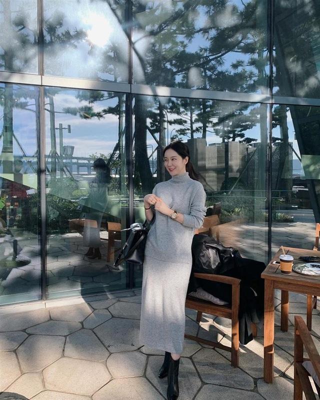 5 kiểu chân váy gái Hàn thường diện với áo len, nàng công sở nên hóng ngay để không bao giờ lo mặc xấu - Ảnh 13.