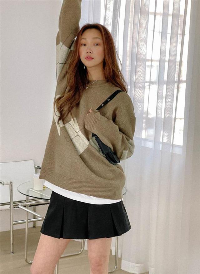 5 kiểu chân váy gái Hàn thường diện với áo len, nàng công sở nên hóng ngay để không bao giờ lo mặc xấu - Ảnh 16.