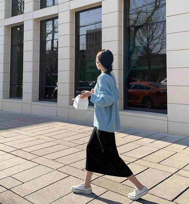 5 kiểu chân váy gái Hàn thường diện với áo len, nàng công sở nên hóng ngay để không bao giờ lo mặc xấu - Ảnh 3.