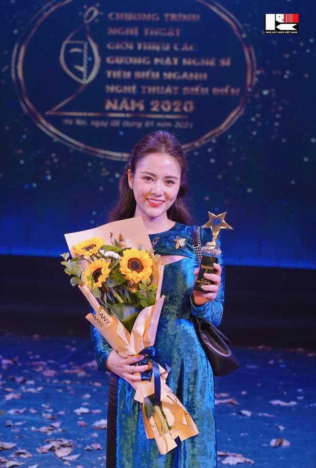 زیبایی عروس در این فیلم توسط هنرمند مردم ، هوانگ دونگ ، به دلیل هرج و مرج سرزنش شد - عکس 5.