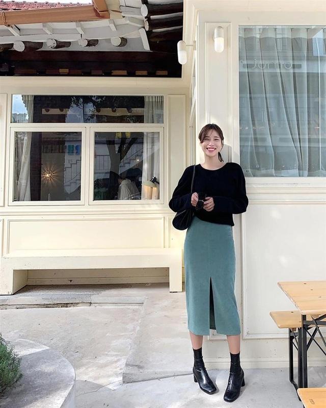 5 kiểu chân váy gái Hàn thường diện với áo len, nàng công sở nên hóng ngay để không bao giờ lo mặc xấu - Ảnh 5.