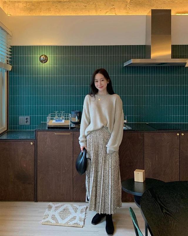 5 kiểu chân váy gái Hàn thường diện với áo len, nàng công sở nên hóng ngay để không bao giờ lo mặc xấu - Ảnh 10.
