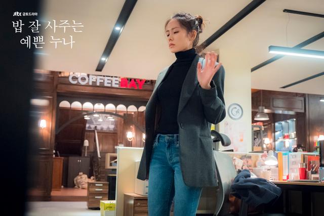 Quần ống rộng phổ biến như thế mà Son Ye Jin rất hiếm khi mặc, và đây chính là lý do - Ảnh 11.