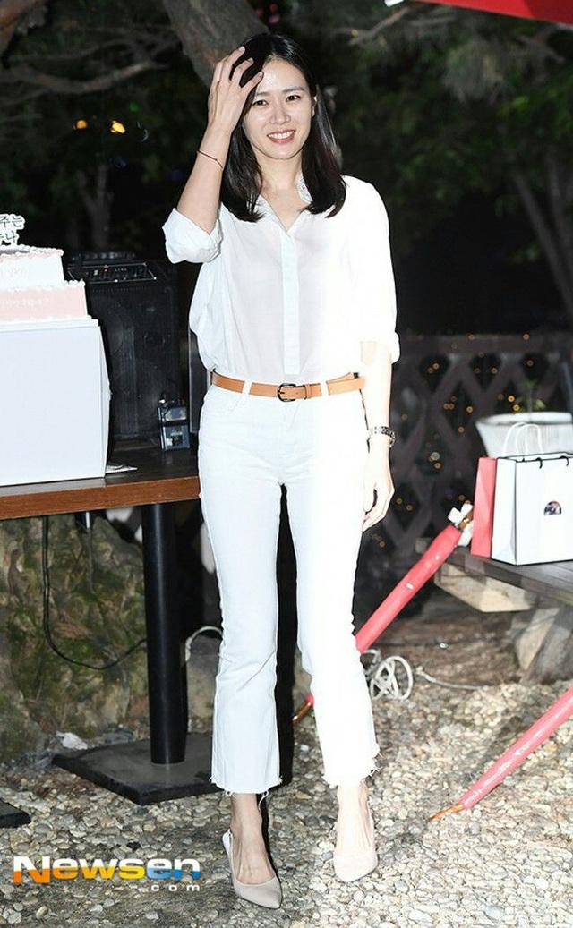 Quần ống rộng phổ biến như thế mà Son Ye Jin rất hiếm khi mặc, và đây chính là lý do - Ảnh 10.