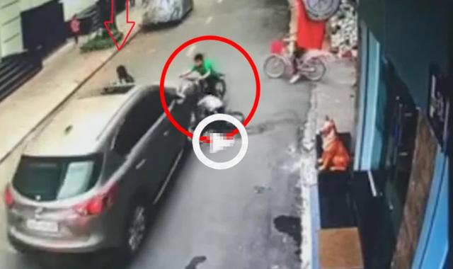 Ô tô mất lái tông kinh hoàng vào 3 đứa trẻ đi xe đạp, khung cảnh hỗn loạn tại hiện trường gây ám ảnh - Ảnh 1.