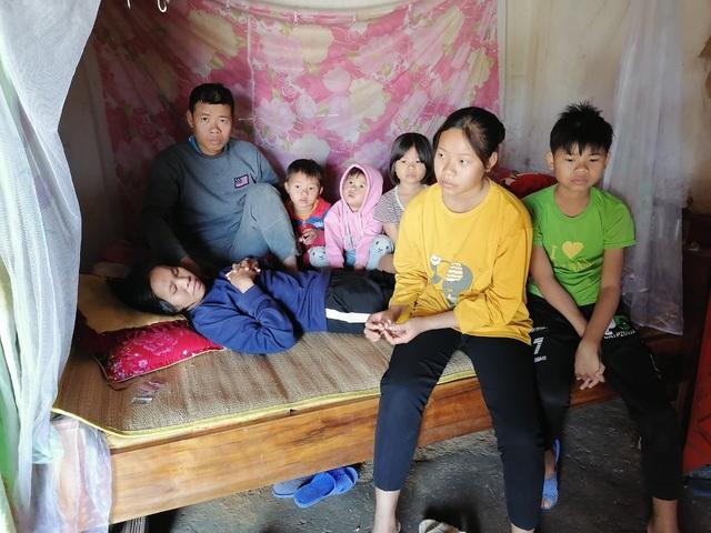 Vợ nằm một chỗ sau tai nạn, chồng tâm thần không tiền điều trị, tương lai của 5 đứa trẻ mờ mịt - Ảnh 2.
