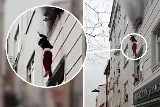 Người đi đường căng chăn hứng 4 đứa trẻ rơi từ căn hộ cháy - Ảnh 2.